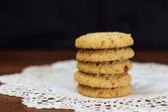 Cookies empilhadas da microplaqueta da maçã no guardanapo rústico branco - 1 Imagens de Stock