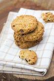 Cookies empilhadas dos pedaços de chocolate Imagem de Stock Royalty Free