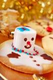 Cookies engraçadas do Natal feitas por crianças Fotografia de Stock Royalty Free