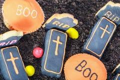 Cookies feitos a mão e doces de Dia das Bruxas fotografia de stock