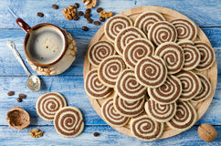 Cookies in the form of a spiral on a wooden tray Royalty Free Stock Photography