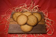 Cookies 1. Fresh home baked cookies displayed on a cutting board Royalty Free Stock Photos