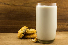 Cookies with fresh milk Royalty Free Stock Photography