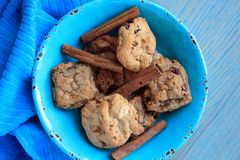 Cookies gourmet inside a blue bowl with cinnamon sticks stock images