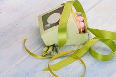 Cookies na forma dos corações no dia do ` s do Valentim Imagens de Stock Royalty Free
