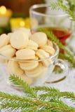 Cookies na tabela de ano novo em um copo de vidro Imagem de Stock Royalty Free