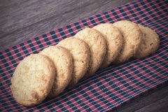 Cookies na tela do borwn Imagens de Stock Royalty Free