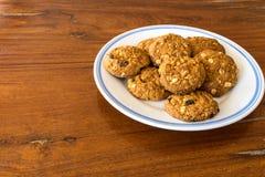Cookies no assoalho de madeira Fotografia de Stock Royalty Free