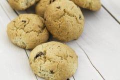 Cookies no fundo de madeira Fotos de Stock