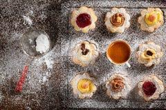 Cookies pequenas sortidos Fotos de Stock Royalty Free
