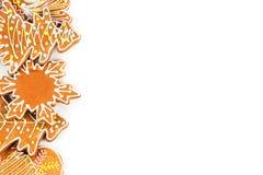 Cookies pintadas vitrificadas do Natal de várias formas isoladas Copie o espaço Fotografia de Stock