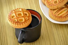 Cookies on a plate and a cup of black coffee. Royalty Free Stock Images