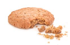 Cookies rachadas no fundo branco fotografia de stock royalty free