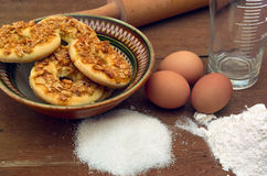 Cookies recipe. This photo shows how to cook biscuits. The photo shows the ingredients used to prepare cookies. Photo Made in the artificial osyeschenii ( Stock Images