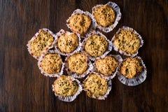 Cookies salgados caseiros da aveia com cominhos preto Nenhuma farinha Sem glúten foto de stock