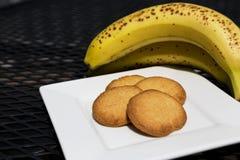 Cookies saudáveis e bananas frescas Fotografia de Stock Royalty Free