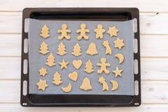 Cookies semiacabadas do gengibre Imagem de Stock