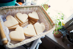 Cookies sob a forma dos corações Fotografia de Stock Royalty Free