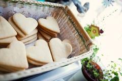 Cookies sob a forma dos corações Fotos de Stock Royalty Free