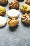 Cookies sortidos: cookies do linzer, biscoito amanteigado, cookie nuts, cookies de amêndoa alaranjadas imagem de stock royalty free