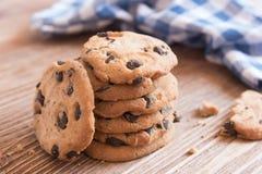 Cookies torradas do vegetariano doce com gotas de chocolate Imagens de Stock Royalty Free