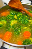 Cooking broccoli soup Royalty Free Stock Photos