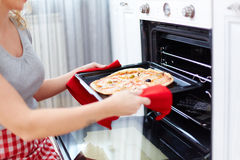 Cooking pizza Royalty Free Stock Photos
