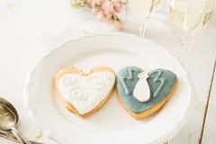 Cookings de mariage des jeunes mariés Image stock