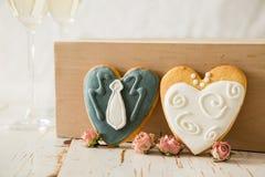Cookings de mariage des jeunes mariés Photographie stock