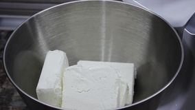 Металлическая чаша для приготовления пищи, посуда смешивание продуктов в большой чашке, тарелка для планетарного пищевого процесс акции видеоматериалы