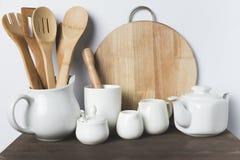 Cookware cerâmico e de madeira Imagens de Stock Royalty Free