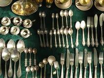 Cookware del vintage vendido en el mercado Foto de archivo