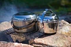 Cookware di campeggio immagini stock
