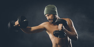 Cool attractive man lifting weights Stock Photography