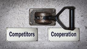 Cooperação do interruptor da parede contra concorrentes imagem de stock royalty free