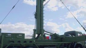 Coordenada do móbil três toda em volta de olhar o sistema do radar de baixas alturas Podlet- K1 filme