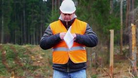 Coordenador da floresta que queima originais sensíveis na floresta filme