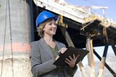 Coordenador da plataforma petrolífera da mulher Fotografia de Stock