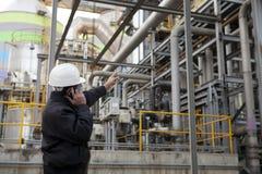 Coordenador da refinaria de petróleo Fotografia de Stock Royalty Free