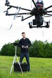 Coordenador Flying Photography Drone fotografia de stock royalty free