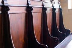 Coordonnée de jury en bois dur traditionnel de tribunal, choeur SI d'église photographie stock libre de droits