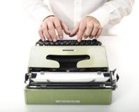Coordonnée de l'homme avec la machine à écrire Images stock