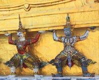 Coordonnée de Stupa d'or, de singe et de démon Photos stock