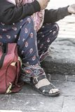 Coordonnée des pieds de la femme sans abri Image stock