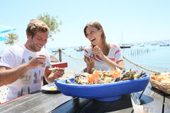 Coouple eating seafood in restaurant Royalty Free Stock Photos