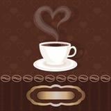 Copa blanca con el corazón del café y del vapor Foto de archivo