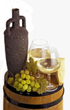 Copa con el vino blanco y la botella Fotografía de archivo