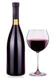 Copa de vino elegante y botella rojas aisladas Foto de archivo libre de regalías