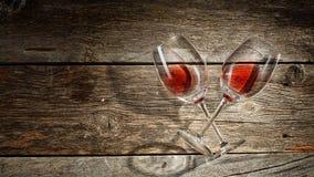 Copa de vino en un fondo de madera Foto de archivo libre de regalías