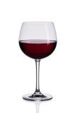 Copa de vino roja en el fondo blanco Fotografía de archivo libre de regalías